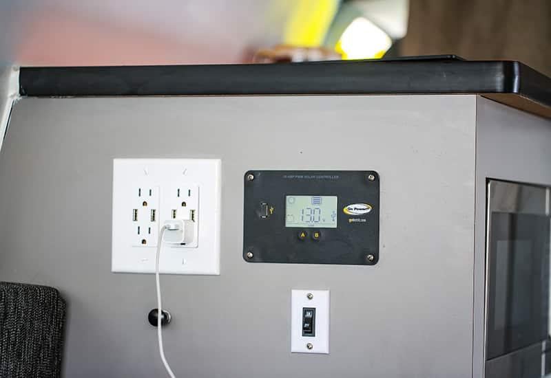 Kuga Campervan USB, 110 V & 12V chargers
